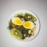 Avocado groenten noten lunch