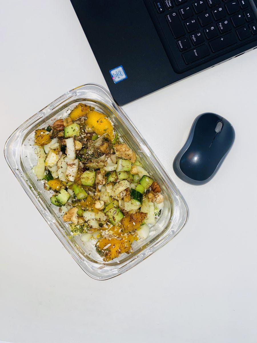 Gezonde salade op het werk