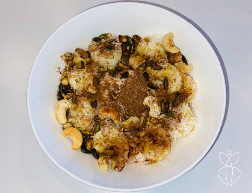 Kokosyoghurt met banaan, noten granola en vezels