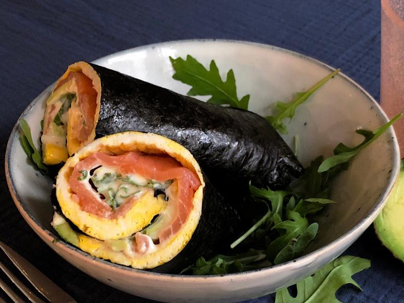 Nori-ei rol met avocado en gerookte zalm