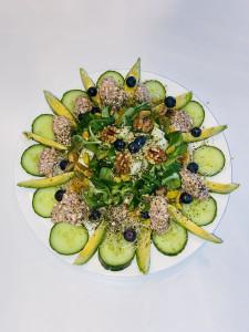 Sinaasappel blauwe bessen venkel avocado salade
