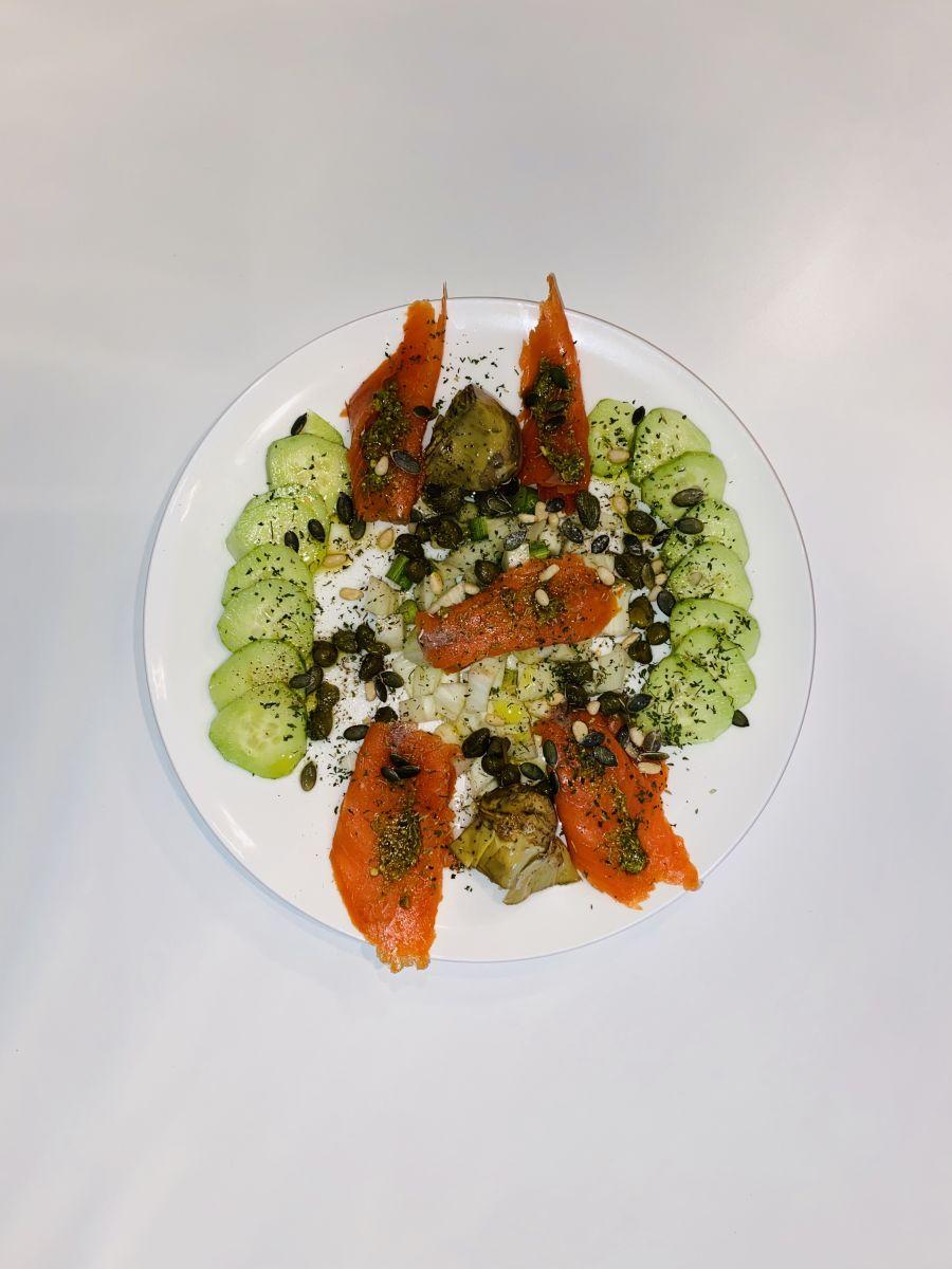 Wilde gerookte zalm salade